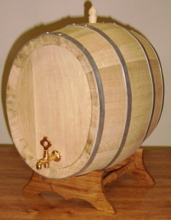 Dubový oválný soudek na víno o objemu 15 l